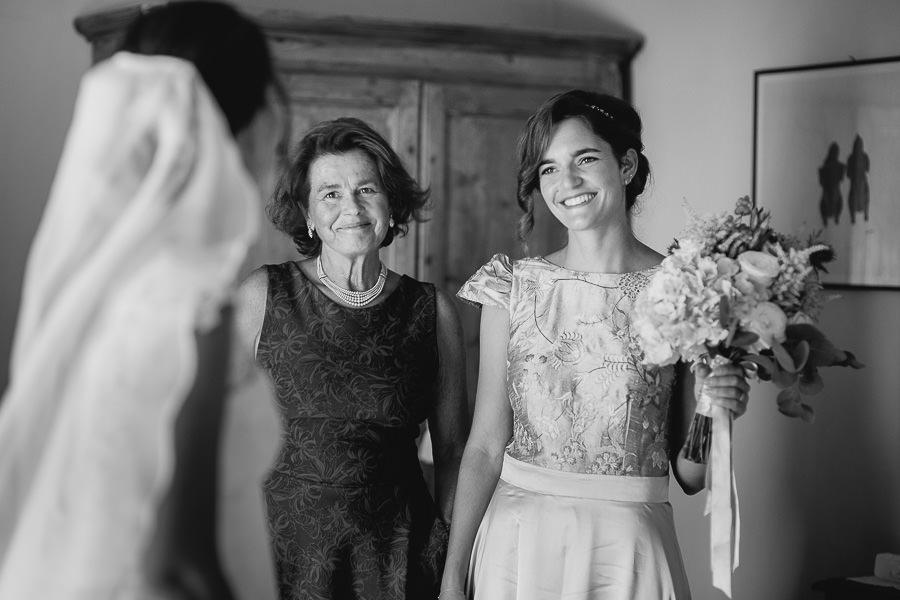 Matrimonio Abbazia di Spineto vestizione sposa